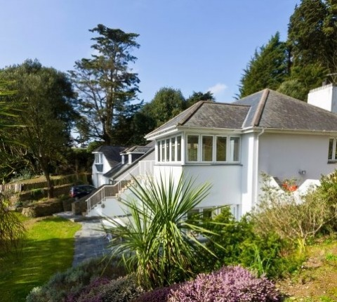 Tomhara, Rock; a luxury holiday cottage in Rock, Cornwall