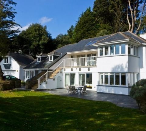 The front elevation from this Latitude 50 luxury holiday cottage in Cornwall