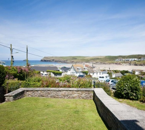 2 Pentire View's enclosed garden
