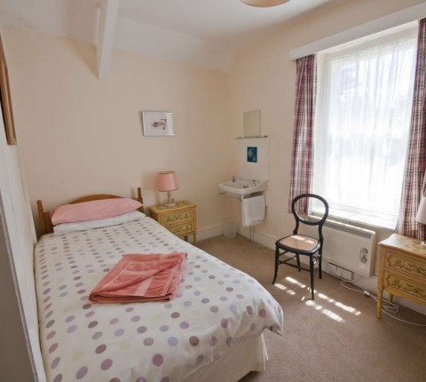 2 Pentire View, second, twin-bedded room