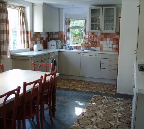 The kitchen at 2 Pentire View, Polzeath